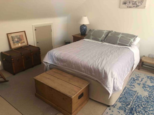 Large double room with own bathroom in family home