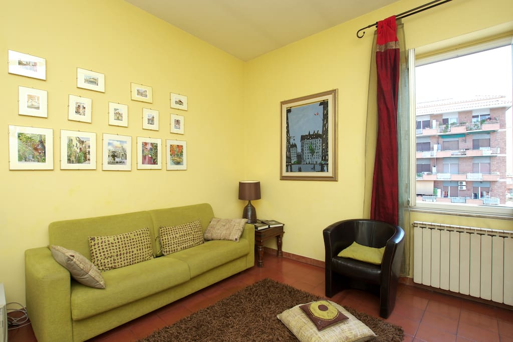Very comforteable living room with fine furnitures, LCD TV,  Computer, Internet e Wi-Fi.
