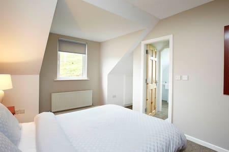 Double Room @ Doolin Inn - Doolin - Wikt i opierunek