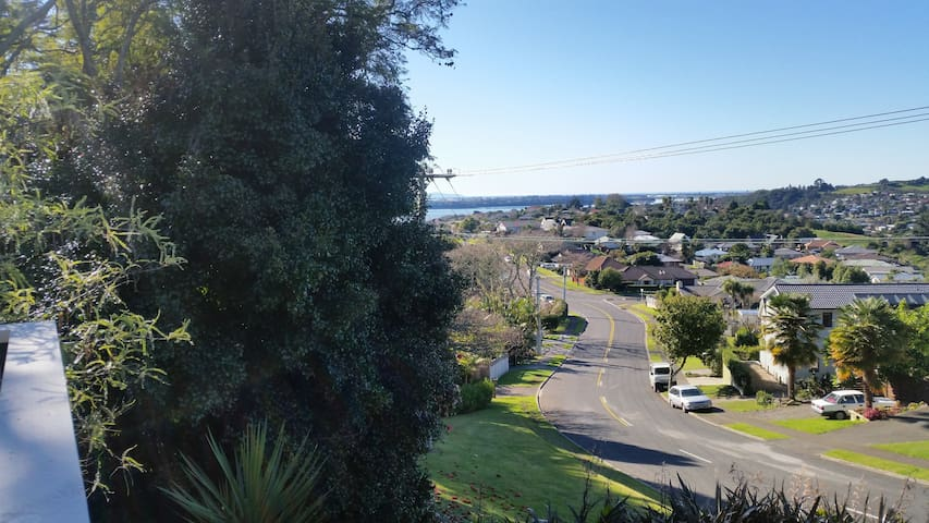 Self Contained & Sea Views - Tauranga