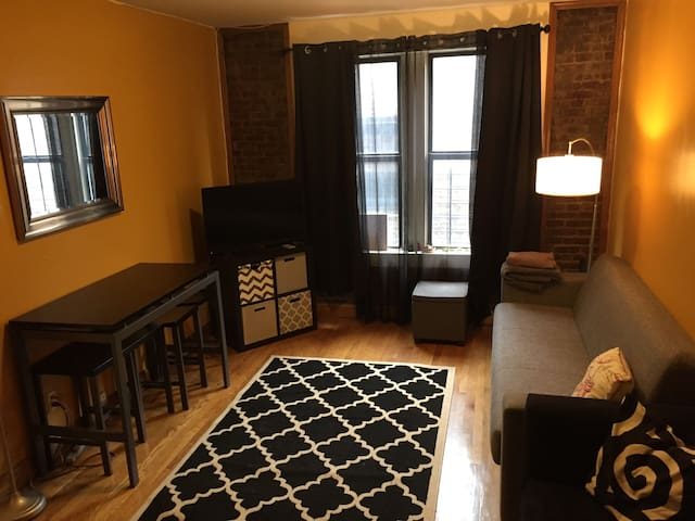 Spacious 1 Bedroom in Washington Heights - Нью-Йорк - Квартира