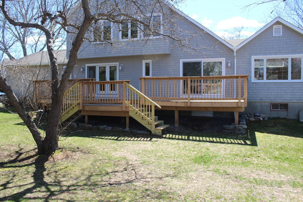 Expansive back deck for relaxing