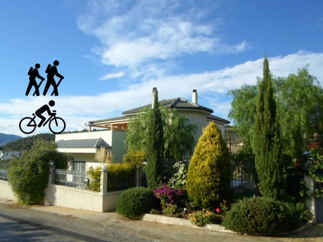 4 bedr- bike and family friendly home Peloponeese - Katakali  - Villa