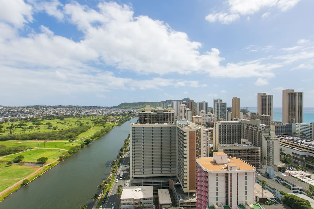 Sweeping View of Ocean, Diamond Head and Canal from lanai