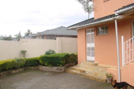 Enaiposha Keper Residence-Guest suite