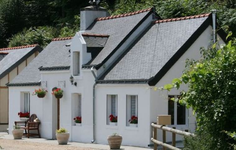 Riverside cottage to rent in Brittany