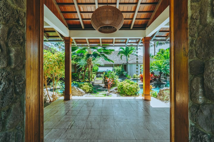 Luxurious 6BR Private Hawaiian Oceanfront Villa