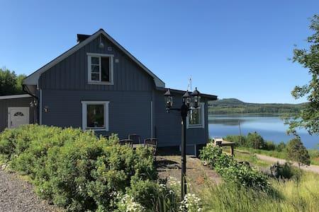Großzügiges und stilvolles Ferienhaus am See