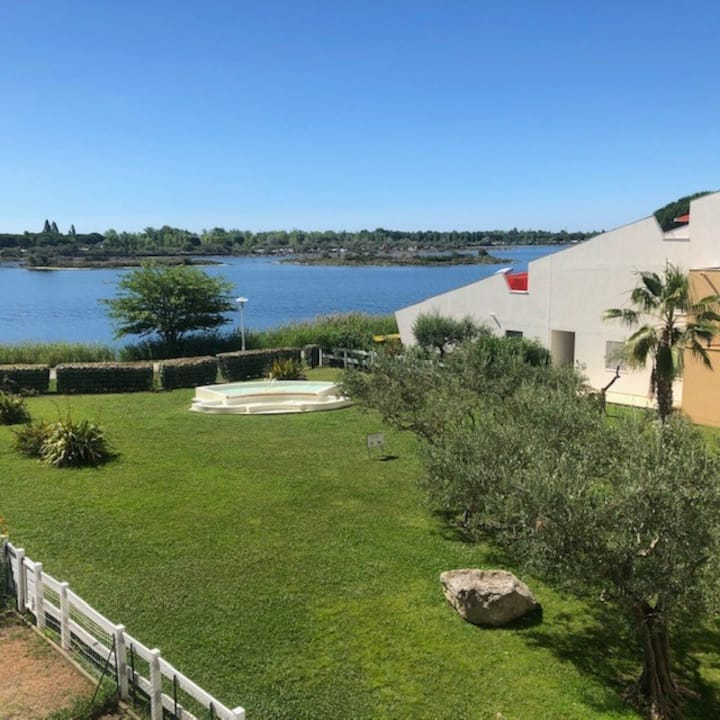 AS16245 - P2 Beautiful lake view with private parking