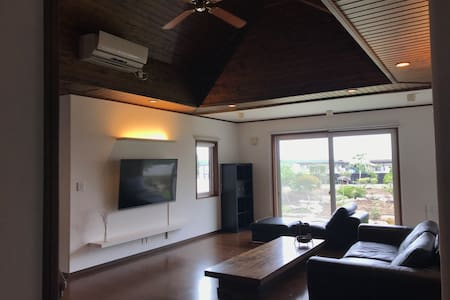 Luxury ocean front house Free wifi-60inchTV-Gym-