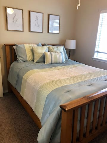 2 Bedroom Adventure Suite: 2 Min From River Trail