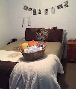 Private bedroom in shared apt! - Winnipeg