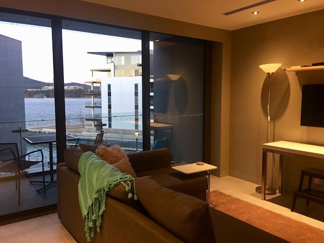 Kingston Foreshore 1BR - Views, Parking & Balcony