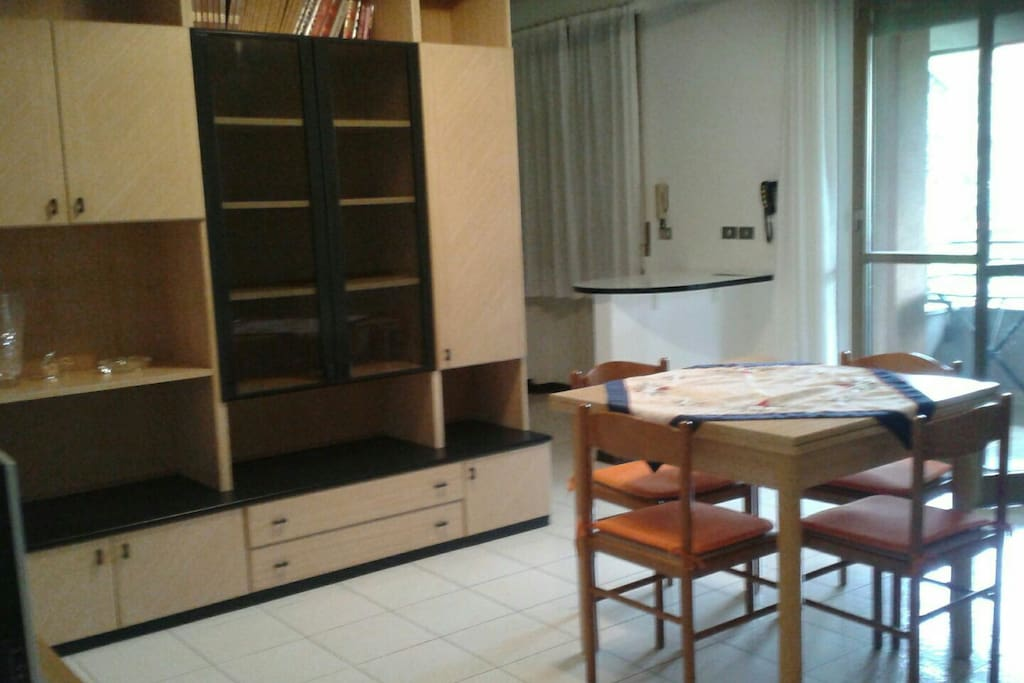 Sala da pranzo e soggiorno / Dining room and living room