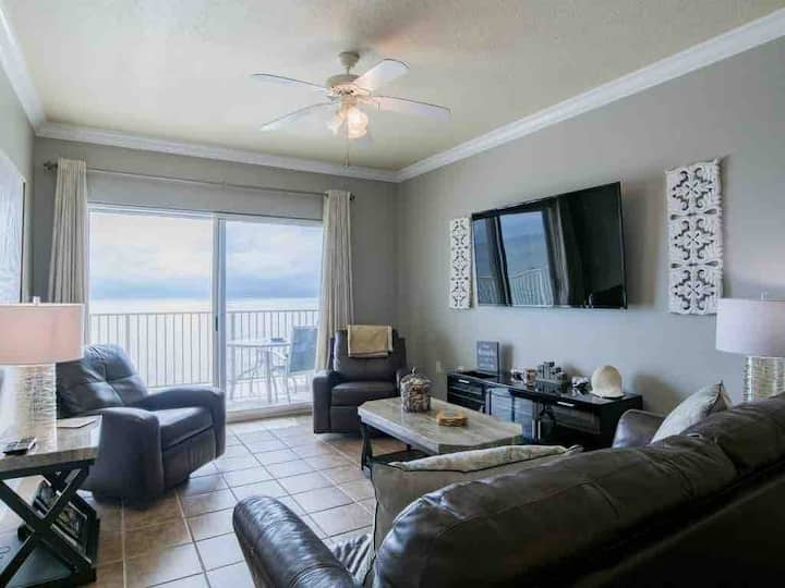 Crystal Shores- Beach Front & Pet friendly!