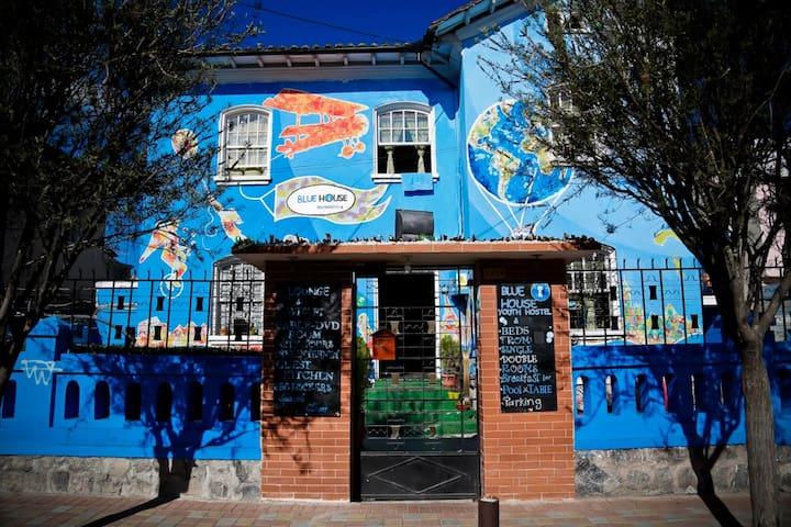 BLUEHOUSE YOUTH HOSTEL IN QUITO