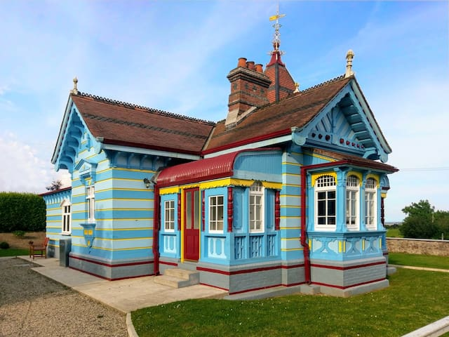 The Doll's House - Rathaspeck Manor