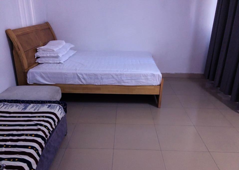 宽敞的客房和沙发床