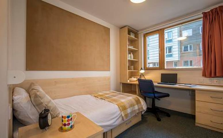 Single Bed Student Room, Ensuite, Southampton
