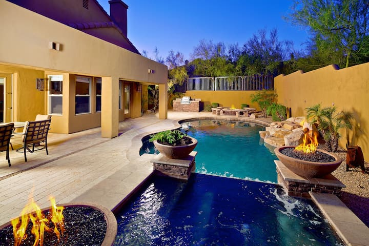 Relaxing Heated Pool, Spa, Prime Location!