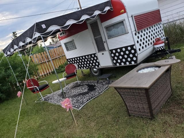 Dotti, a vintage glamping experience in Montana!
