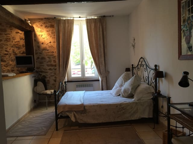 Romantic studio in lively walking and wine village - Saint-Chinian - Apartment