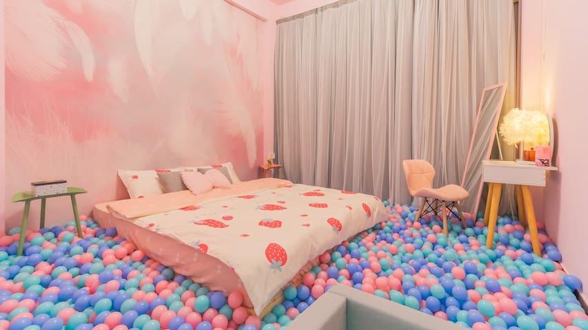 『Pink Ball』上下九旁1房1厅波波池/近地铁/沙面/永庆坊/直达北京路/陈家祠/广州塔/投影