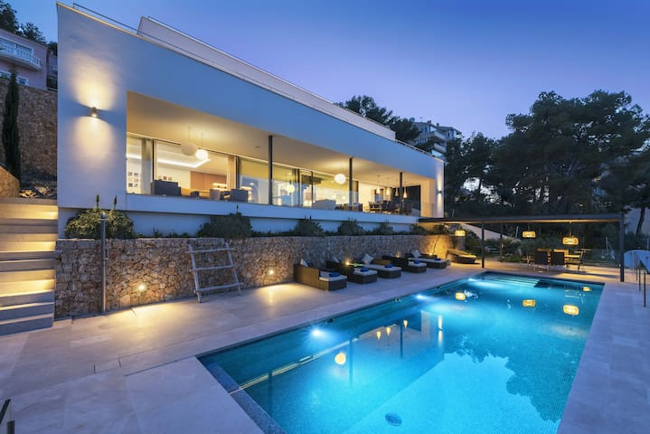 Villa Marvelo is a Ultra modern contemporary villa with stunning poolside chill out area