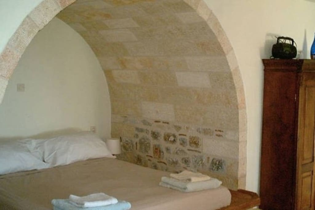 The alcove and its double bed