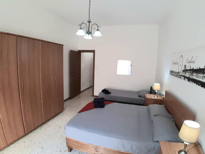 Spacious 2 Bed Apartment with Terrace-Central Area