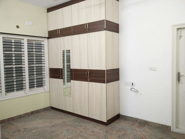 Beautiful bedroom available in a lovely 2 BHK - Bangalore - Lägenhet