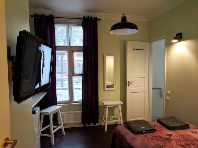 City center studio apartment with free parking