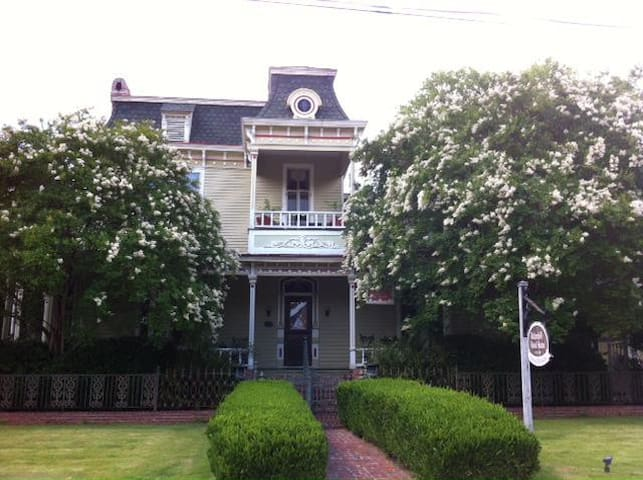 1870s' Victorian Bed and Breakfast - Columbus - Inap sarapan