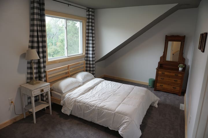 Lake view bedroom (full)