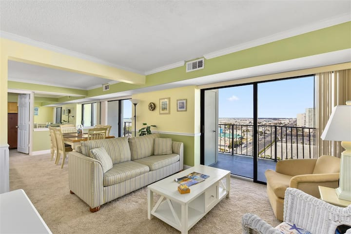 9400 Building Family Friendly Condo, Steps to the Ocean with Outdoor Pool!