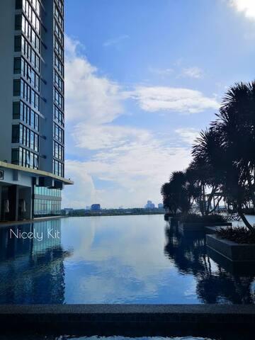 Sea Side High End Condo with Golf 2. @ Johor Bahru