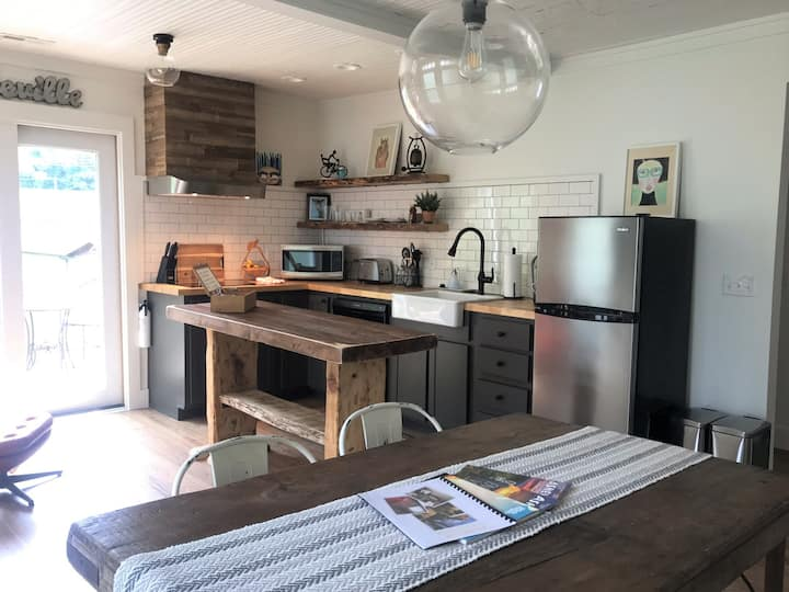 10 min to dwntwn AVL, super cozy 1930s bungalow