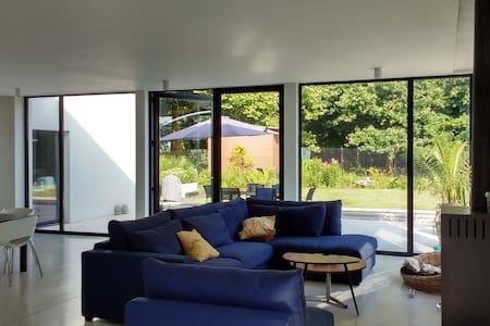 Slaapkamer in ruime en moderne woning - Kruibeke