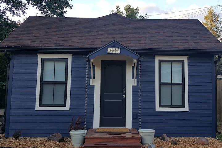 Lolo Blue Cottage