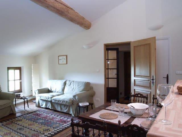 2eme etage - maison de caractere - Les Pujols - Huoneisto