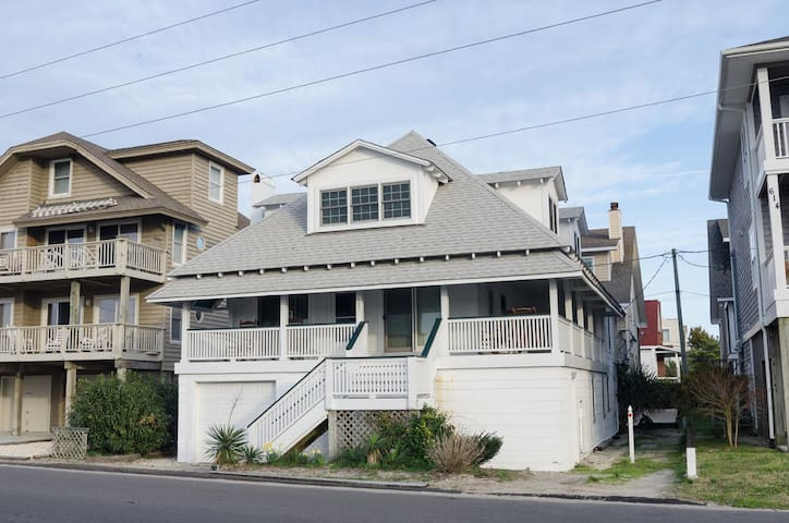 Enoch-True Southern Beach Living In This Charming Cottage! Soundside Dock!