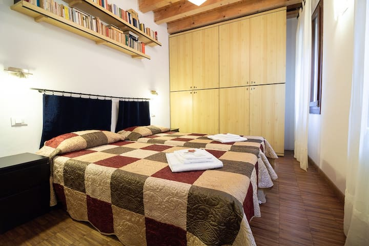 Rooms with shared bathroom in Venice
