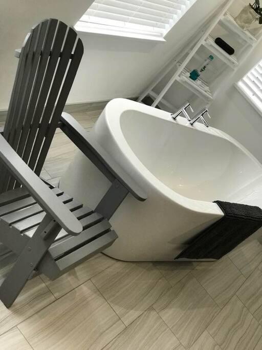 Luxuriate in the spacious bath