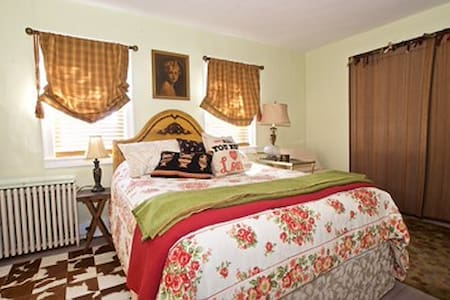 That's Amore at Silvery Moon Guest House - Stroudsburg - Bed & Breakfast