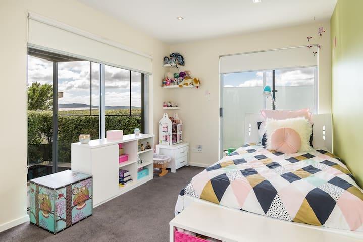 Views of Hobart, Single Room B
