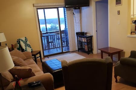 Lake View Getaway in the Heart of Laconia! - Laconia