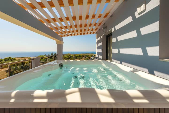 Three-Bedroom Apartment with Private Jacuzzi