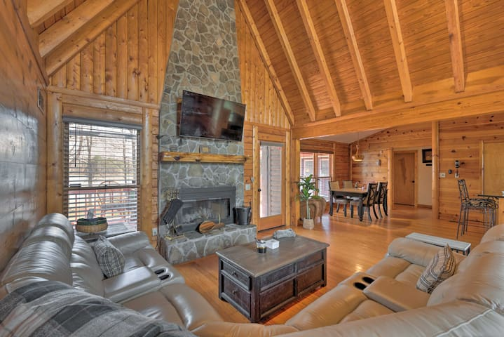 NEW! Lakeside Group Retreat w/Private Beach & Dock