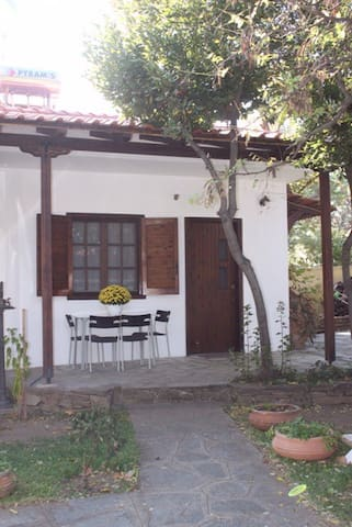 Garden house close to the beach (S) - Stavros - Talo
