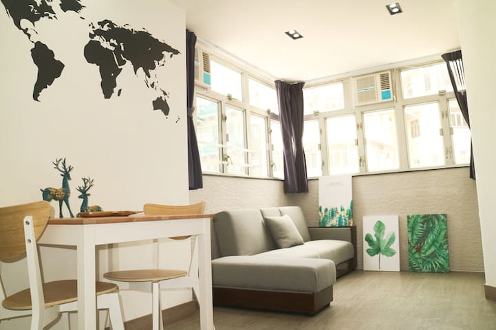 New Renovated Apt, 3 double beds, 3 mins to MTR